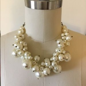 Forever 21 Jewelry - Forever 21 Pearl Statement Necklace